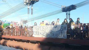 El grito Ni Una Menos hizo temblar el Puente Colgante