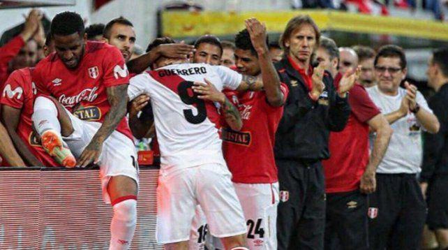 Guerrero volvió con todo: anotó un doblete maravilloso para Perú