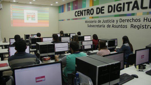 Santa Fe ya tiene las escrituras digitalizadas de 16 departamentos