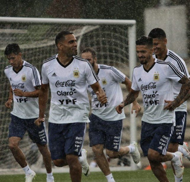 Bajo la lluvia, Argentina siguió su preparación en Barcelona