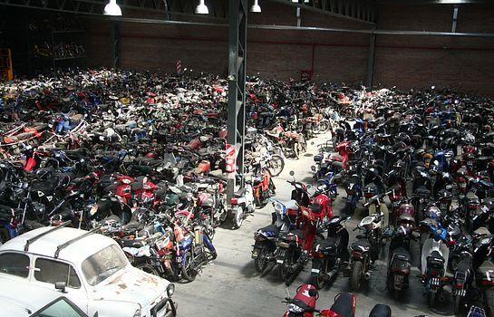 Proponen que los autos abandonados sean donados a escuelas técnicas