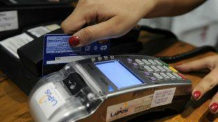 Un adolescente gastó casi $ 70 mil con tarjetas que no eran suyas y nadie le pidió DNI