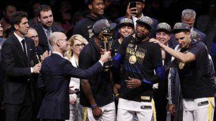 Golden State se coronó bicampeón de la NBA