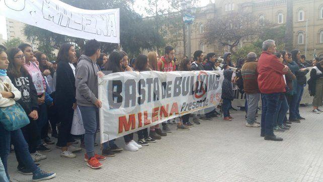 Cientos de jóvenes santafesinos marcharon contra el bullying