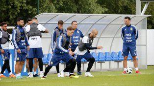 Sampaoli probó con Agüero en el equipo titular