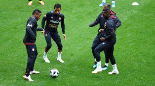 Perú se entrenó por primera vez en Khimki rodeado de hinchas