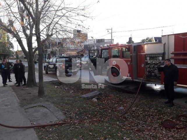 Se incendió una vivienda en Barrio Centenario y las pérdidas fueron totales
