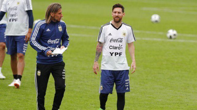 Los pésimos antecedentes de Messi con el árbitro del debut