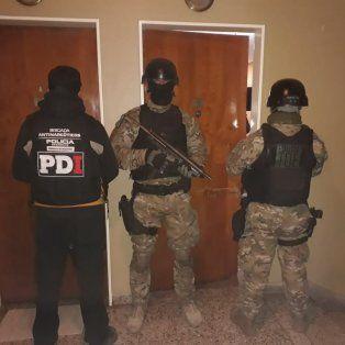 cuatro allanamientos con dos detenidos por cocaina y marihuana en santa fe