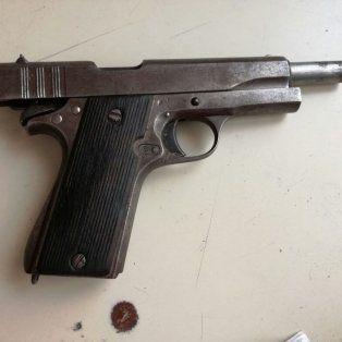 tras una balacera detuvieron a una mujer con dos armas de guerra en la zona norte