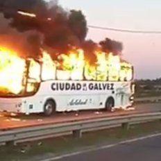 Se incendió un colectivo de media distancia en la Circunvalación