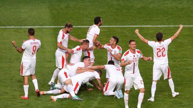 Serbia le ganó a una modesta Costa Rica con un golazo de Koralov