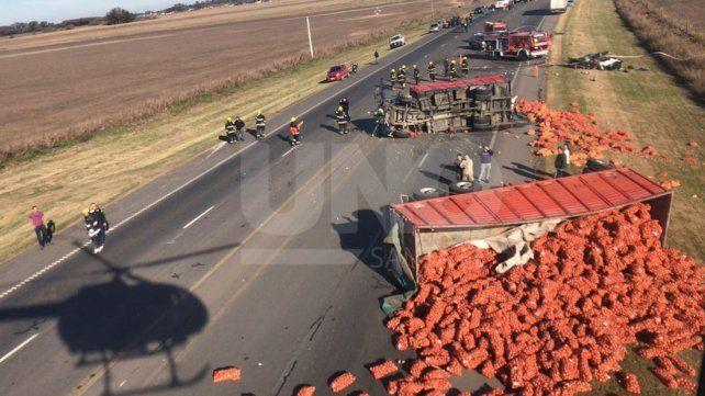Accidente fatal entre un camión y un auto: murió un hombre y sus dos hijas de 6 y 9 años