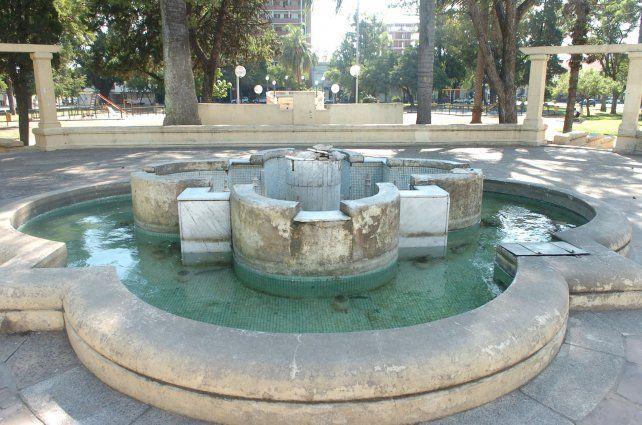 Plaza Constituyentes: Debe contemplarse un gran retardador pluvial