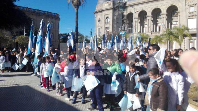 Miles de niños santafesinos juraron lealtad a la bandera nacional