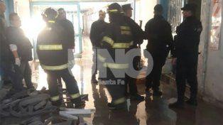 Los bomberos trabajaron en la extinción del foco ígneo