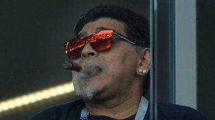Maradona pidió a Pavón y le pegó al Kun Agüero