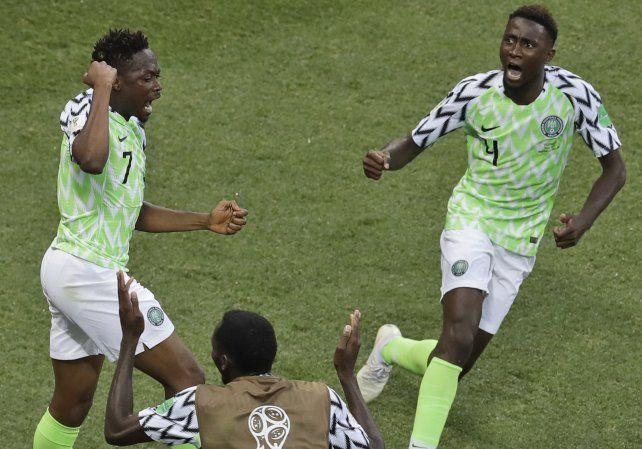 Nigeria le ganó a Islandia y le dio vida a Argentina