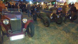 En Esperanza se inauguró el Museo del Automóvil y hoy se corre un rally de autos antiguos