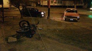 Murió un motociclista que chocó violentamente con un auto