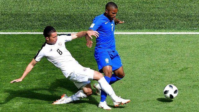 Brasil también pierde a Douglas Costa para enfrentar a Serbia