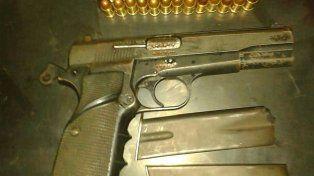 Detuvieron a un muchacho con un arma de guerra cargada en Santa Rosa de Lima