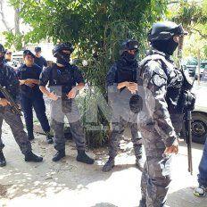 Hirieron a policías, dañaron patrulleros y los tres terminaron presos