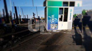 Un camión arrancó una cabina de peaje de la autopista Santa Fe-Rosario