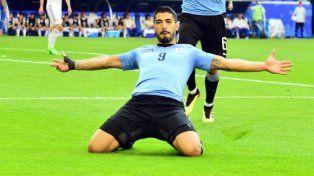 Uruguay aplastó a Rusia y terminó primero en el Grupo A