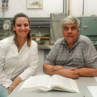 La doctora Melina Erben, becaria posdoctoral del Conicet, y el magister Carlos Osella, del Instituto de Tecnología de Alimentos, que depende de la Facultad de Ingeniería Química de la Universidad Nacional del Litoral. Gentileza: Agencia Cyta.