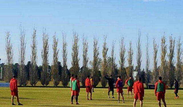 Esperando rivales, Colón hace fútbol frente a la Reserva