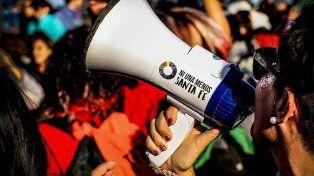 Se realiza la marcha del orgullo y un pañuelazo para pedir por el aborto legal