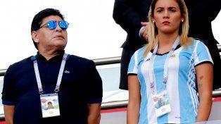 Diego Maradona se reencontró con Rocío Oliva y alientan juntos a la Selección