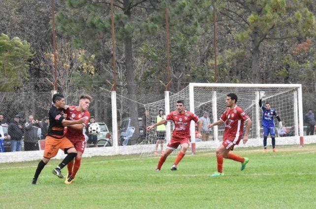 Independiente y Las Flores siguen en una lucha cabeza a cabeza