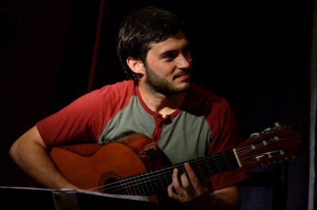 Agustín Casenove es oriundo de Santa Fe y se encuentra grabando su primer disco solista