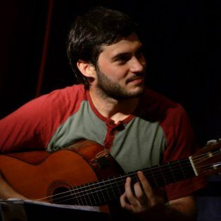 Agustín Casenove es oriundo de Santa Fe y se encuentra grabando su primer disco solista, Reencuentros