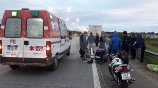 Un automovilista chocó a dos personas en la 168 y se fugó