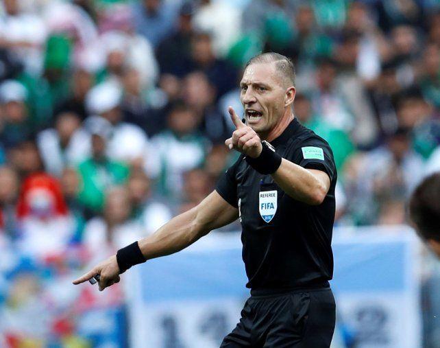 Néstor Pitana dirigirá el duelo de cuartos entre Urguay y Francia