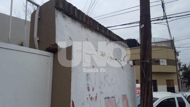 Fuerte choque de camionetas contra el frente de una casa en el centro santafesino