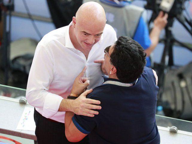 Maradona se disculpó con los árbitros y la FIFA
