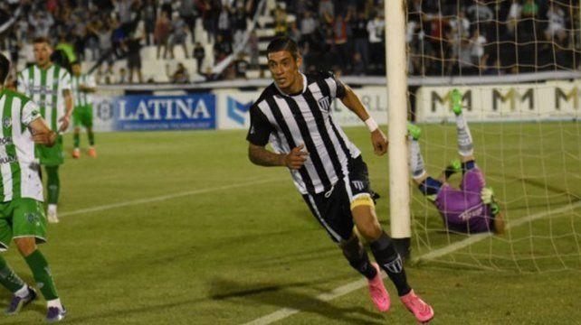Un delantero paraguayo en la mira de Unión