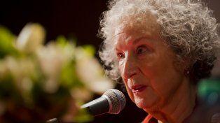 Margaret Atwood le responde a Michetti: ¿Un Estado esclavista?