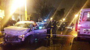 Un policía murió tras chocar el patrullero contra un remís