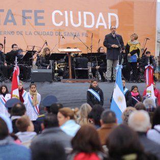Celebración. Corral encabezó el acto oficial en la ciudad de Santa Fe.
