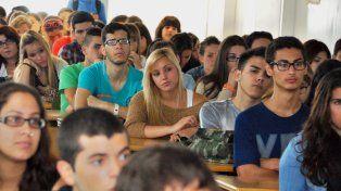 Mantener un estudiante universitario en Santa Fe cuesta unos $3.000 más que a principio de año