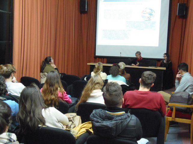 Más de 100 estudiantes de la UNL cursarán en universidades del mundo
