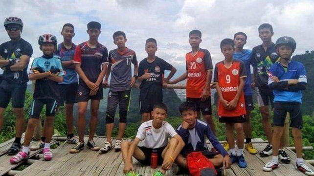 El operativo fue exitoso en Tailandia y se rescató a todos los que estaban atrapados en la cueva