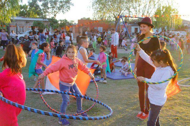 Día de juegos en el barrio Las Lomas de Santa Fe