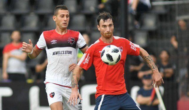 Colón avanzó con Independiente, pero Amorebieta no está convencido de venir