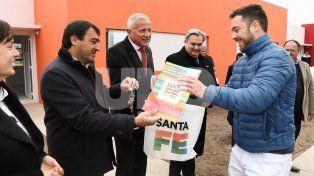 La provincia entregó 16 viviendas en San Carlos Centro